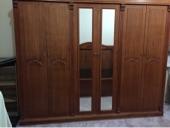 غرفة بحالة ممتازة من خشب السنديان