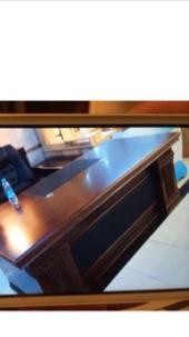 مكتب مع كراسي جديد بكرتونها للبيع
