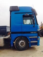 شاحنه أكتروس 2001 للبيع مع خزان صرف صحي أو سطحا ثلاث محاور