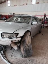 BMW 745 Li مصدوم من تحت