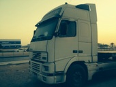 للبيع شاحنة راس فلفو 460 نظيفه جدا  استخدام بسيط 2001