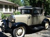 سيارة فورد قديمة