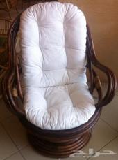 كرسي دوار فاخر من الخرزان الطبيعي