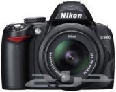 للبيع كاميرا نيكون nikon d3000 ( يوجد صور للكام )