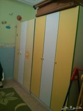 غرفة نوم بسريرين للاطفال بحالة ممتازة