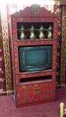 دولاب تراثي مع التلفزيون ودلال تصلح للخيمة والغرف التراثية