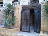 فيلا دوبلكس بحديقة بأرقى منطقة بحدائق الأهرام بالقاهرة  تشطيب هاي لوكس بالمكيفات الأسبليت والأثاث وا