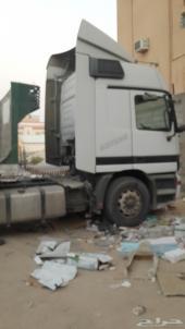 شاحنة مرسيدس اكتروس موديل 2003 مع سطحتها للبيع