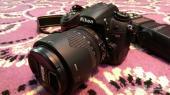 للبيع كاميرا نيكون Nikon D7000 اخت الجديدة مع عدسة زوم و فلاش و شنطة