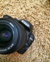 كاميرا نيكون D3000 للبيع