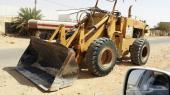 ديناء قلاب 2011 وشيول كوماتسو موديل 82 للبيع مع السائق هندي اقامته باقي فيها سنه ومهنته سائق معدات