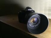 كاميرا نيكون D3000 ب عدسة زوم