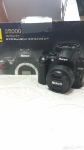كاميرا نيكون D5000  مع عدسة اضافية