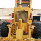بسم الله للبيع معدات ثقيلة قريدر كوماتسو 2011 بحالة وكالة 00971506601213