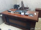 أثاث مكتبي متكامل بحالة ممتازة واستخدام اقل من سنة