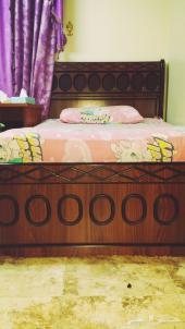 للبيع غرفة نوم كبيرة نظيفة  مكونة من 3 سراير