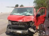 سيارة تويوتا فان 2010 بنزين  بها حادث الماكينة والجاربوكس بحالة جيدة للبيع بمبلغ 25 ألف ريال وقابل ل