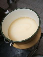 سمن وحليب وحاجات واجد ادخل ضروري