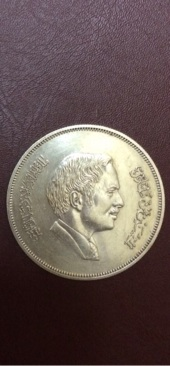 ميدالية تذكارية فضة وعملة سعودية قديمة قبل التوحيد