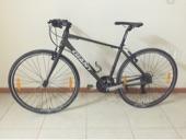 دراجة نوع هجين للبيع متوفر مقاسين L و S
