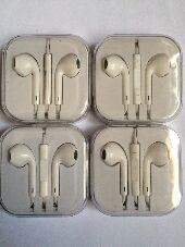سماعات ايفون Apple معها هدية  وسماعات SAMSUNG جلكسي معها هدية