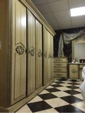 غرفة نوم كلاسيكيه نظيفه  خشب MDF