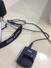 للبيع كاميرا كانون D1100 مع ملحقاتها كامله ونضيفه