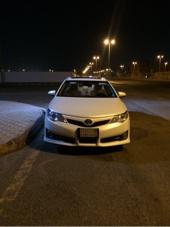 كامري  GLX 2013 ابيض لؤلؤي فل كامل فتحة سقف جناح شاشه لتنازل