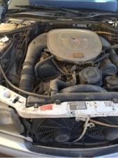 مرسيدس 560للبيع ابيض محركات شرط البدي يوجد صدمه باب يمين