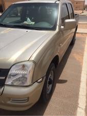 سياره بكب غمارتين 2006 شفروليه LUV لونها ذهبي  بيج