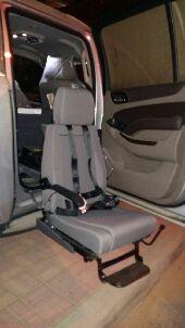 كرسي كهربائي لذوي الاحتياجات الخاصه للسيارة