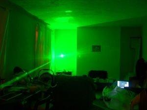 Зеленая лазерная указка 150 mW - наиболее мощная из представленных.